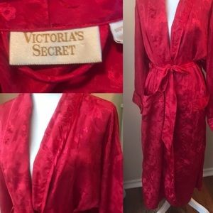 RED LACE VICTORIASSECRET ROBE OBO
